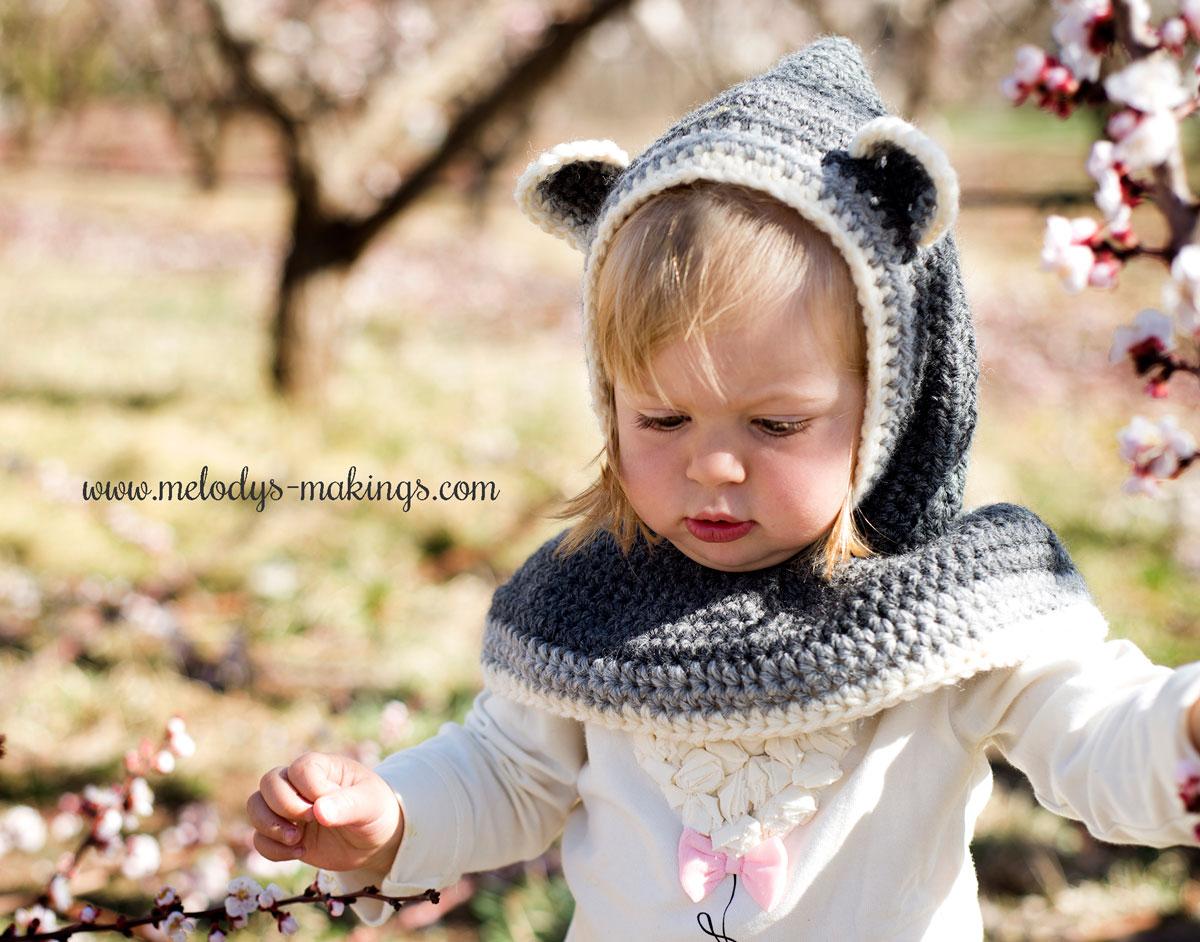 Rustic Raccoon Hooded Cowl Crochet Pattern | Melody\'s Makings